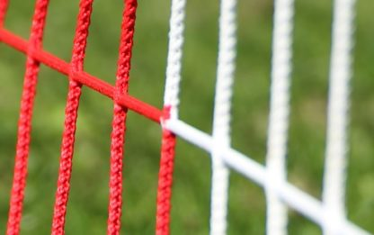 Tornetz Jugendtor 5,00 x 2,00 m, Farbe: rot-weiß in Diagonalstreifen, Auslage: 80/200 cm