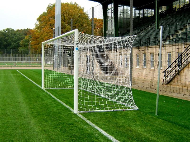 Fußballtor mit Netzhaken