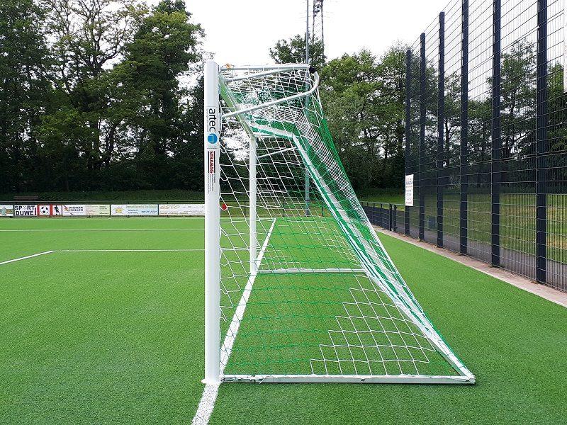 Vollverschweißtes Fußballtor mit Netzbügeln