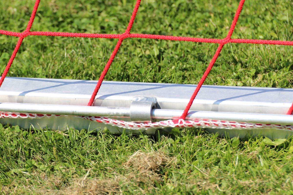 Abschließbare Netzsicherung für Fußballtore von artec Sportgeräte