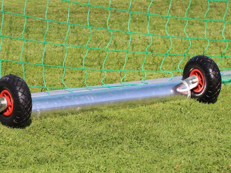 Minitor PROTECTOR mit Kippsicherung, 1,80 x 1,20 m, aus Aluminium, vollverschweißt, eingefräste Netzaufhängung, Farbe Alu natur, Auslage 0,50 m, offener Hinterbau, Ovalprofil