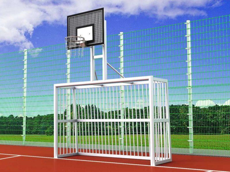 Bolzplatztor mit Basketballkorb