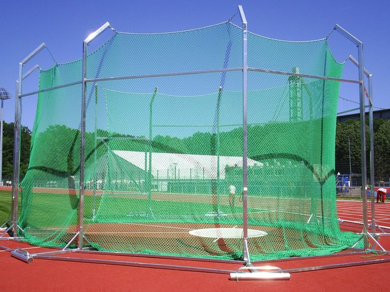 Free standing cage for discus and hammer throw