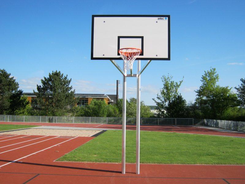37650-5 Robuste Zweimast-Basketballanlage aus Aluminium