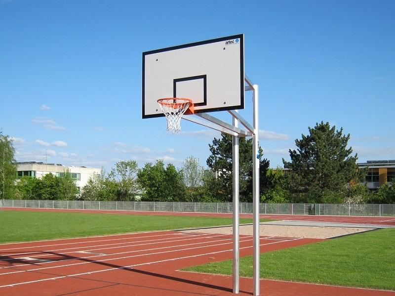 Zweimast-Basketballständer, komplett verschweißt