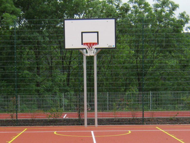 Zweimast-Basketballanlage aus Aluminium