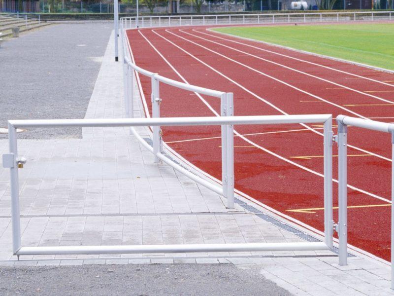 Barrieren-Durchgang aus Aluminium für Pflegefahrzeuge, 2-flügelig, Länge: 4,0 m von artec Sportgeräte