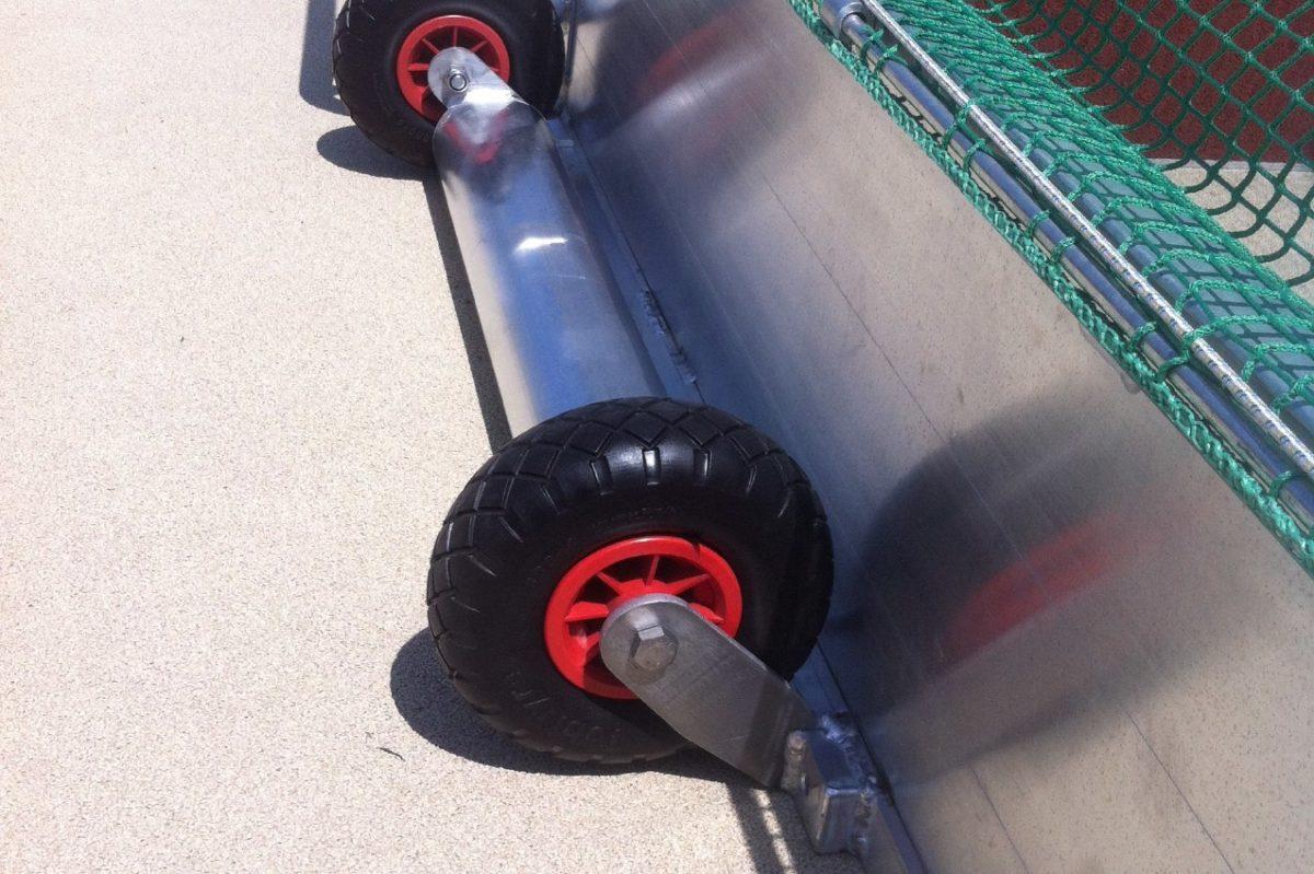 Hockeytor aus Aluminium mit eingefräster Netzaufhängung, Kippsicherung, Hartholzkern, Farbe: Alu natur von artec Sportgeräte