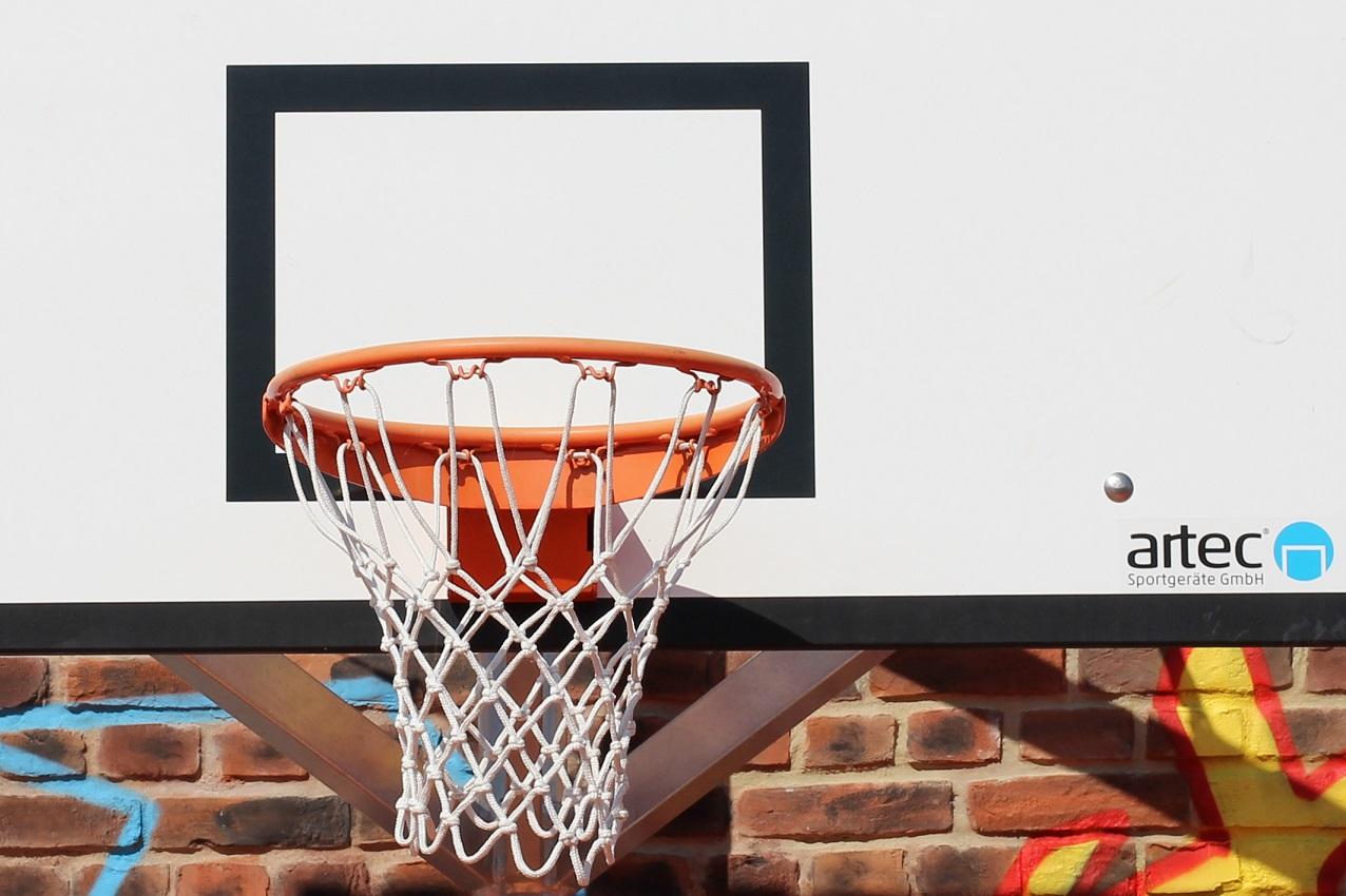Der abnehmbare Basketballkorb