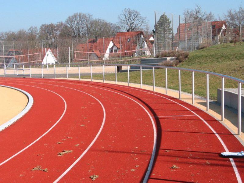 Gebogener Barriereholm für die Sportanlage