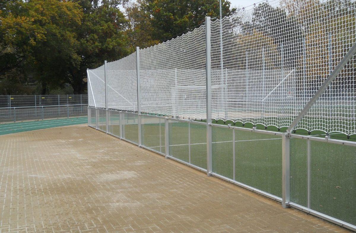 Soccer Court mit verglaster Bande 40 x 20 m