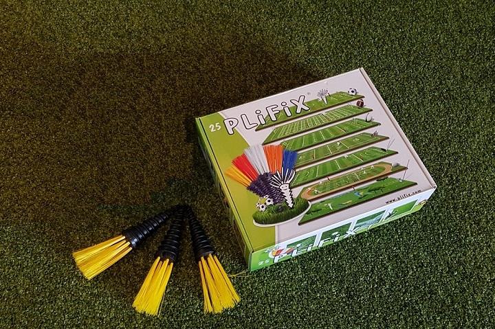 PliFIX Einmesshilfe für Spielfeldmarkierung - Synthetisches Grasimplantat in verschiedenen Farben im 25er Set