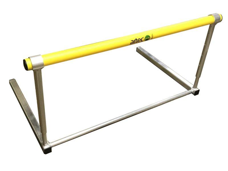Training hurdle, height adjustable via clip system